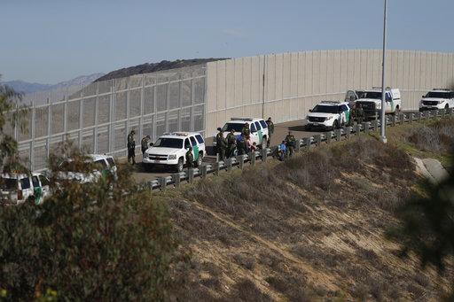 Photo of امريكا توسع عمليات الترحيل السريع في جميع أنحاء البلاد.