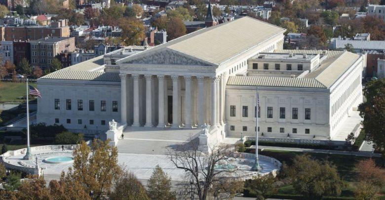 Photo of المحكمة العليا الأمريكية تسمح بتطبيق مرسوم الرئيس ترامب للحد من لجوء المهاجرين