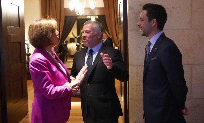 Photo of الملك عبدالله الثاني يجري محادثات مع نانسي بيلوسي تناولت العملية التركية في سوريا