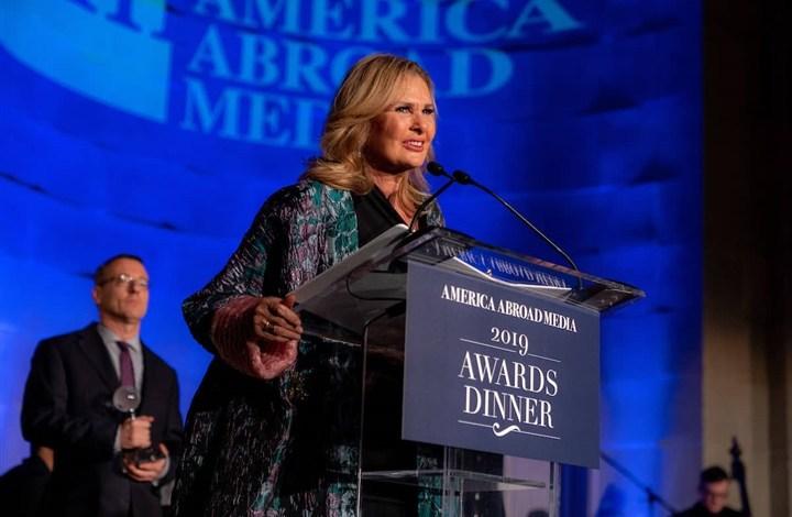 Photo of جمعية أمريكا للإعلام الخارجي تكرم يسرا في واشنطن
