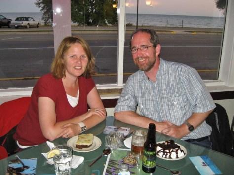 Jutta und Ralf glücklich beim Nachtisch