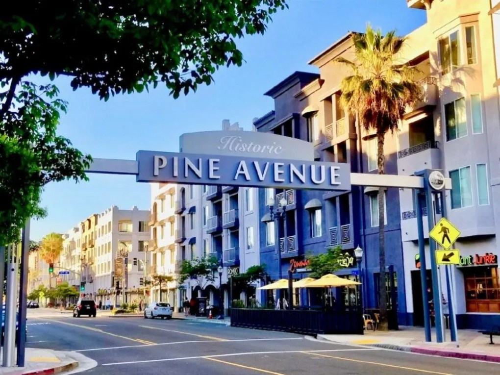 pine ave sign