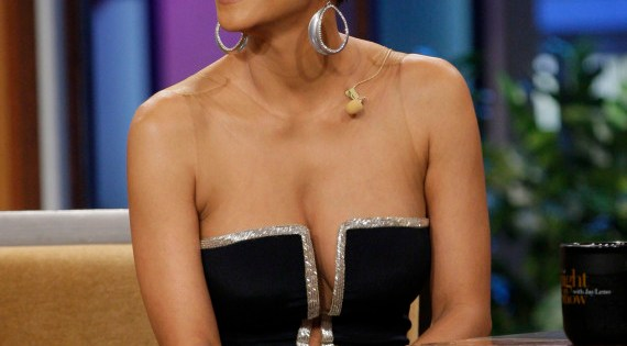 Halle Berry's low cut dress gets Americans, fashionistas talking….