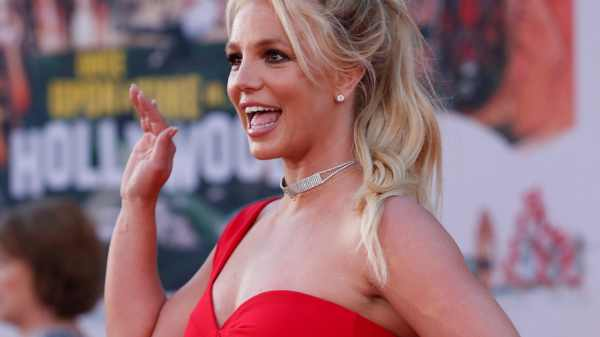 Judge suspends Britney Spears' father from control of singer's life, money