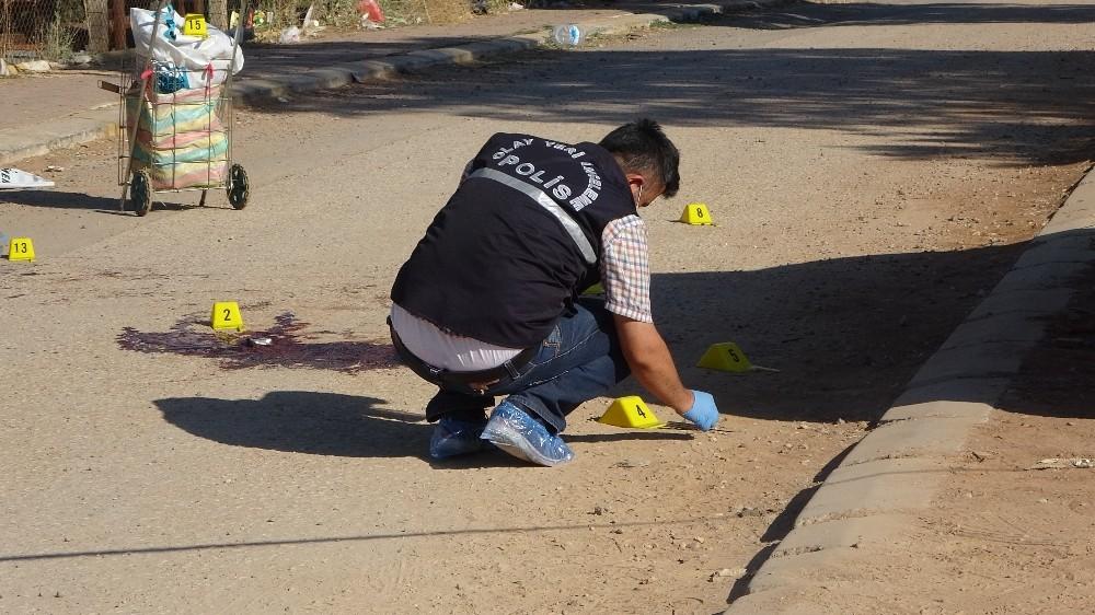 Karısıyla kaçan kuzenini parkta öldürdü