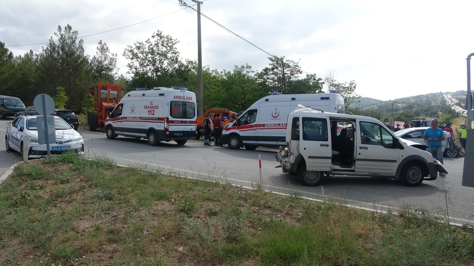Uşak'ta 8 aracın karıştığı zincirleme kazada 8 kişi yaralandı