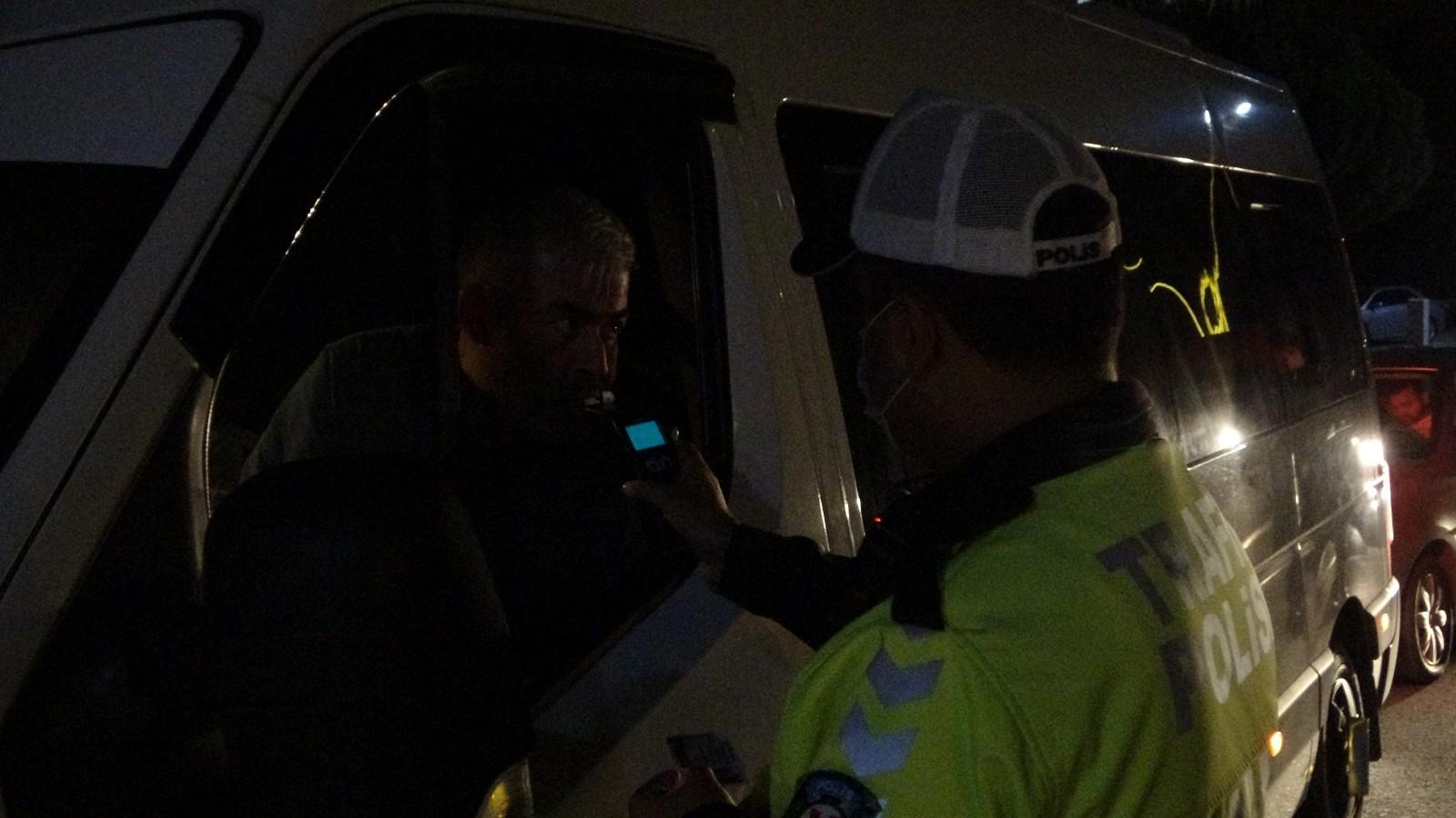 Alkollü sürücüler gece denetlemesine takıldı