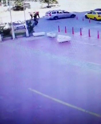 Tartıştıkları sürücüyü yol ortasında bıçaklayan magandalar serbest kaldı