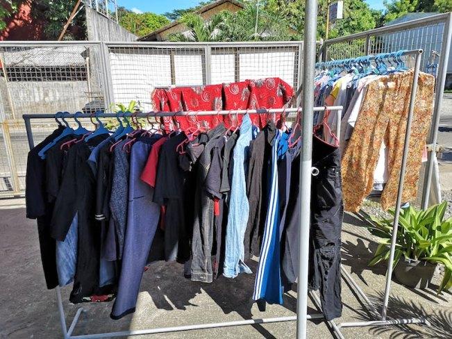 フィリピンで洗濯物。田舎のランドリーはお日様