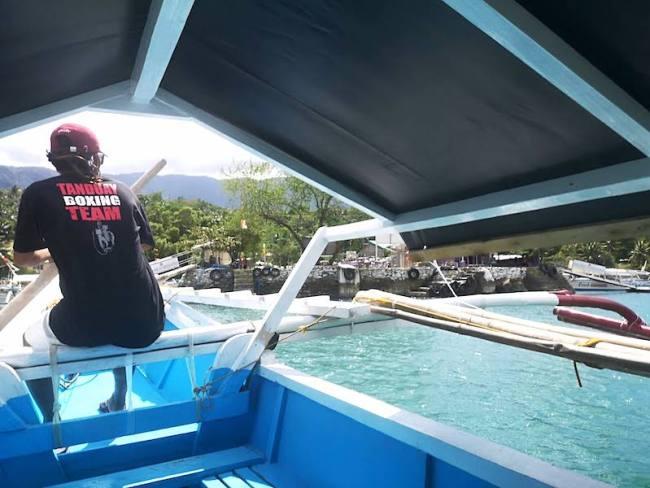 プエルトガレラのアイランドホッピング用のボート