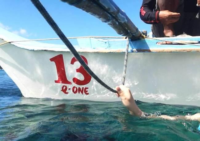 ボートの紐を掴んどけ