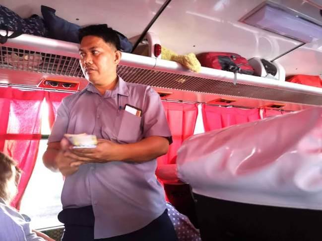 Cubaoからバタンガス行きのバスの社内