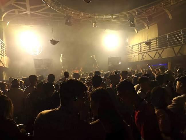 フィリピンマニラクバオのナイトクラブの雰囲気