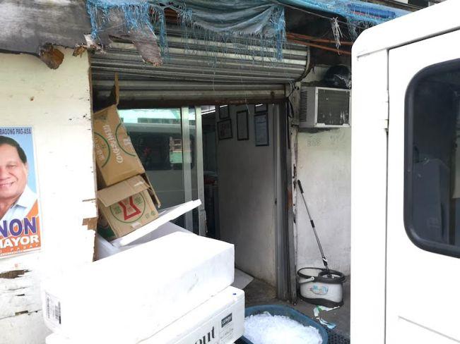 カルティマールマーケットの日本人魚屋の入り口
