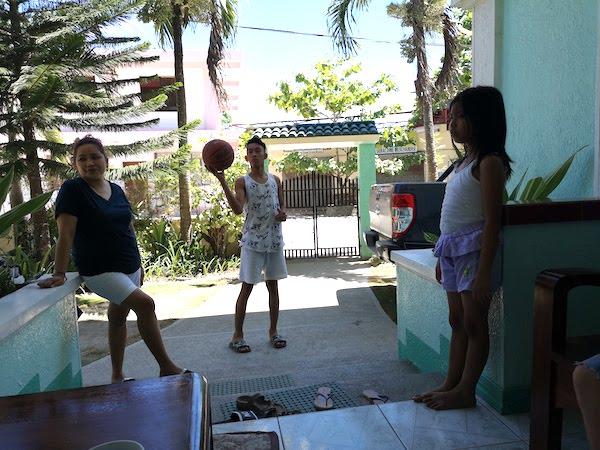 フィリピンでウルルン-バスケをしよう