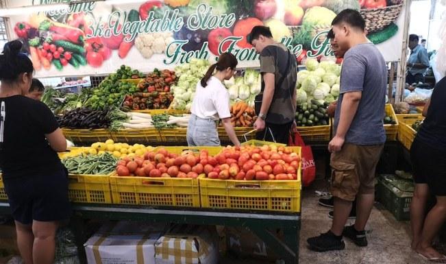 カルティマールマーケットの野菜屋