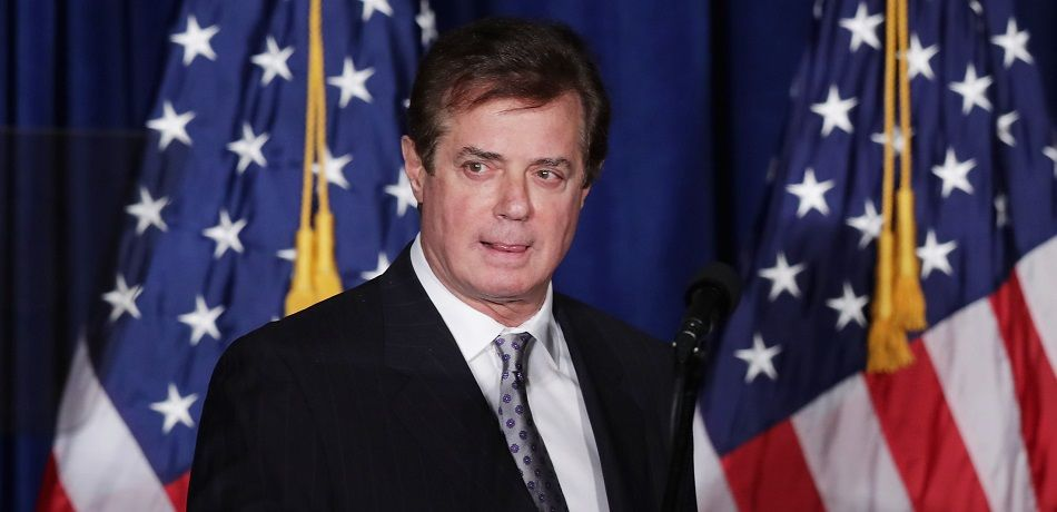 Paul Manafort checking a teleprompter prior to Donald Trump's speech during his presidential campaign in 2016