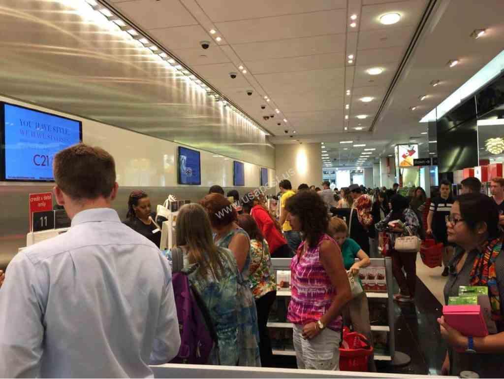 Очереди на кассы во время распродажи в США