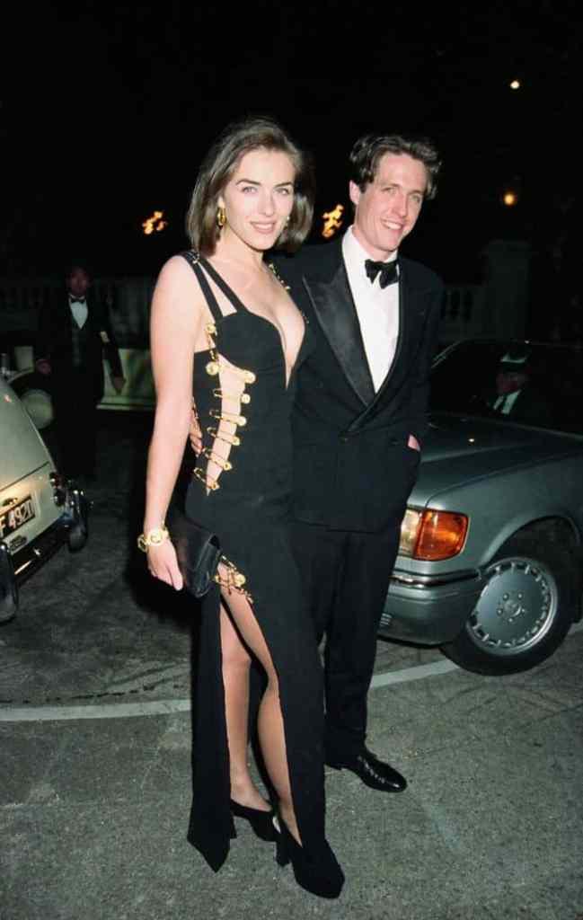 Элизабет Херли в платье Versace