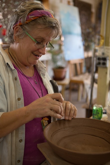 Beth Weitz, potter, creates a bowl in her studio, Muddy Evolution, in Apalachicola, FL. / ©2017 Audrey Horn Photo / www.usathroughoureyes.com
