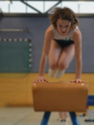 sport_gymnastics_gym_girl