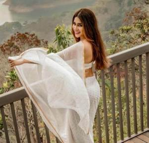 Hamida Hot Images Wiki, Age, Height, Weight, Photos, Movies & Biography of Bigg Boss5 Telugu Contestant