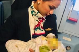 Flight Attendant Patrisha Organo Breastfeeds Stranger's Baby