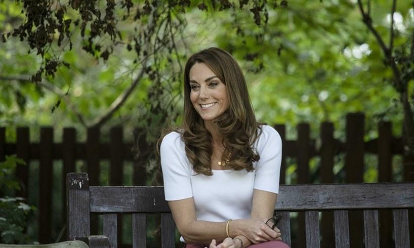 Kate Middleton Queen Elizabeth Hold Still Project