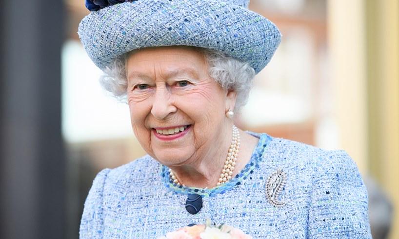 Queen Elizabeth Staff Fight Christmas