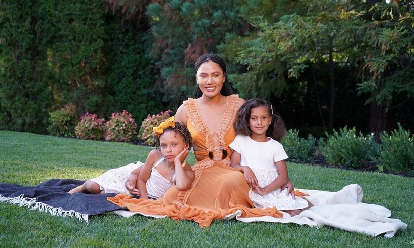 Ayesha Curry With Daughters Riley And Ryan Carson Beyonce Christmas Box Video
