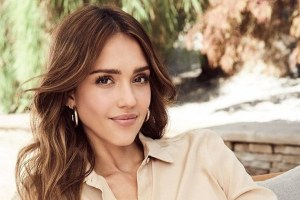 Jessica Alba The Honest Company Photos OF Actress Walking