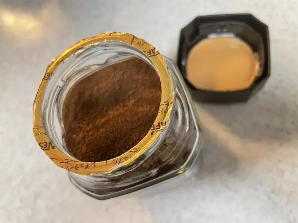 インスタントコーヒーのフタの開封