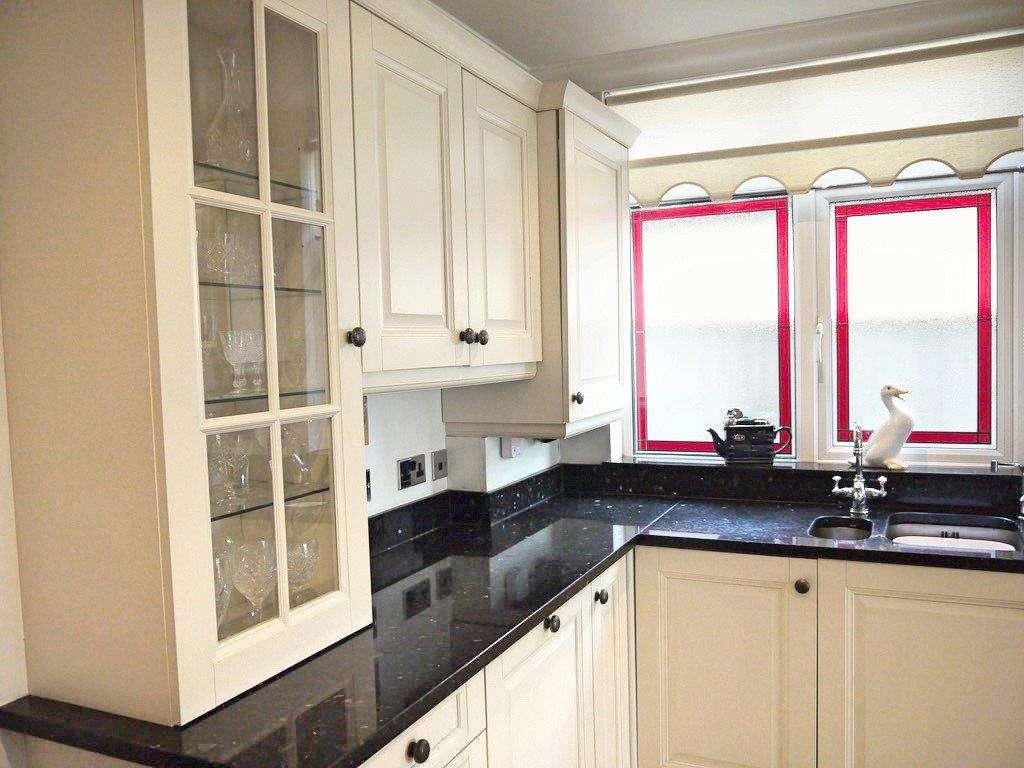 Shaker Kitchen Pale Cream Units Black Granite WorktopsAppliances