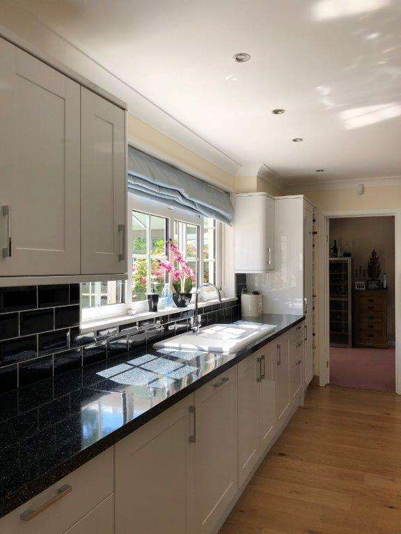 White Gloss Kitchen Modern Shaker Worktops Appliances