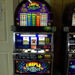 Triple Jackpot 3x9x 3 Coin