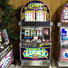 Triple lucky 7's 2 Coin