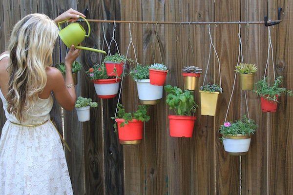 21 Mesmerizing DIY Projects That Will Beautify Your Garden This Summer usefuldiyprojects.com backyard (11)