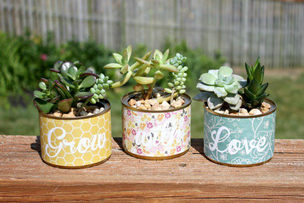 21 Mesmerizing DIY Projects That Will Beautify Your Garden This Summer usefuldiyprojects.com backyard (6)