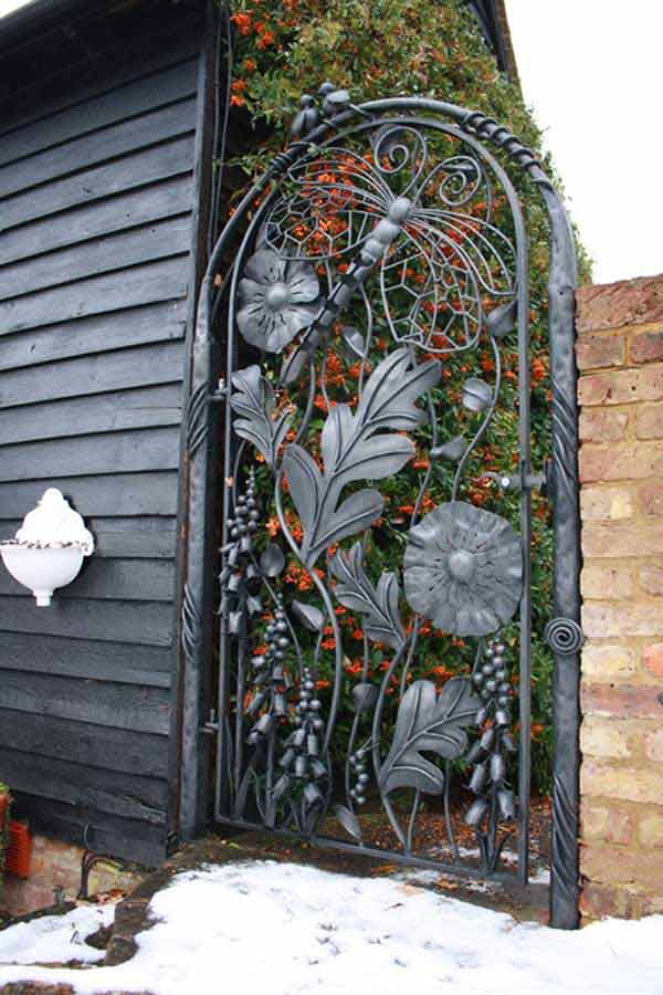 22 Insanely Charming Garden Gate DIY Projects Protecting Greenery in Style usefuldiyprojects.com outdoor space decor (14)