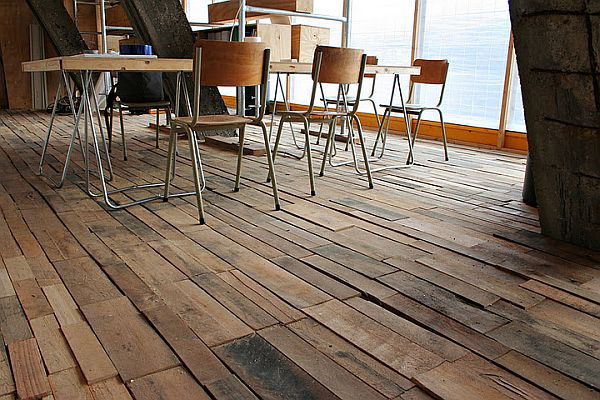 25 Fabulous Ways to Transform Wooden Pallets Into Pieces of Furniture usefuldiyprojects (13)