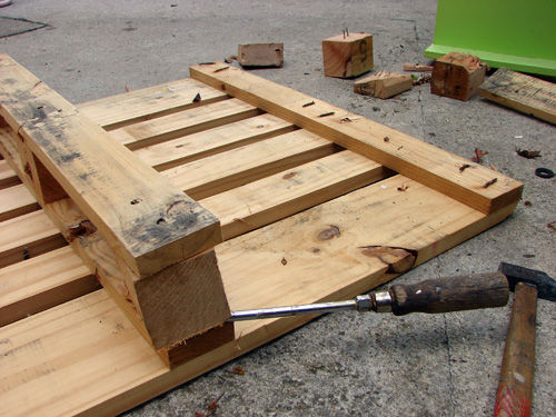 25 Fabulous Ways to Transform Wooden Pallets Into Pieces of Furniture usefuldiyprojects (9)