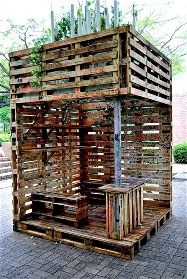 28 Incredible Methods of Recycling Old Pallets Into Creative Furniture Designs-usefuldiyprojects.com (16)