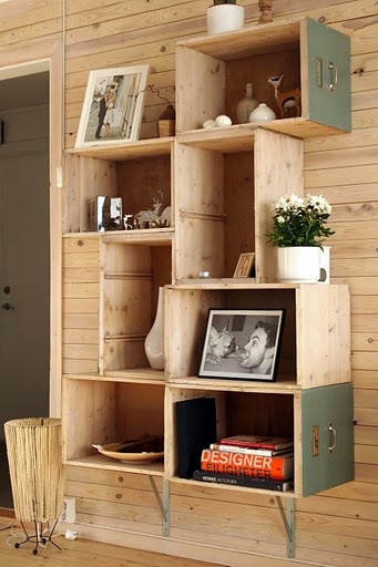 29 Ways to Decorate With Wooden Crates usefuldiyprojects.com decor ideas (17)