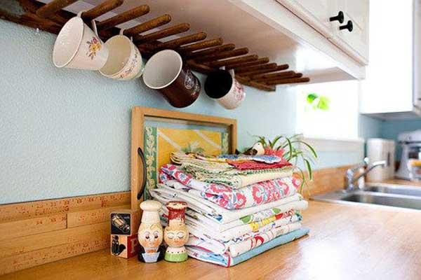 Etonnant Simple Wooden Under Cabinet Coffee Mug Rack