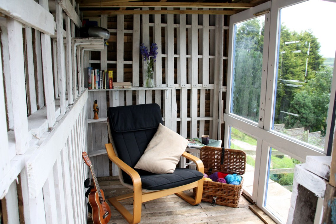 33 Insanely Smart and Creative Wooden Pallets Recycling Ideas Worth Doing usefuldiyprojects.com decor (12)
