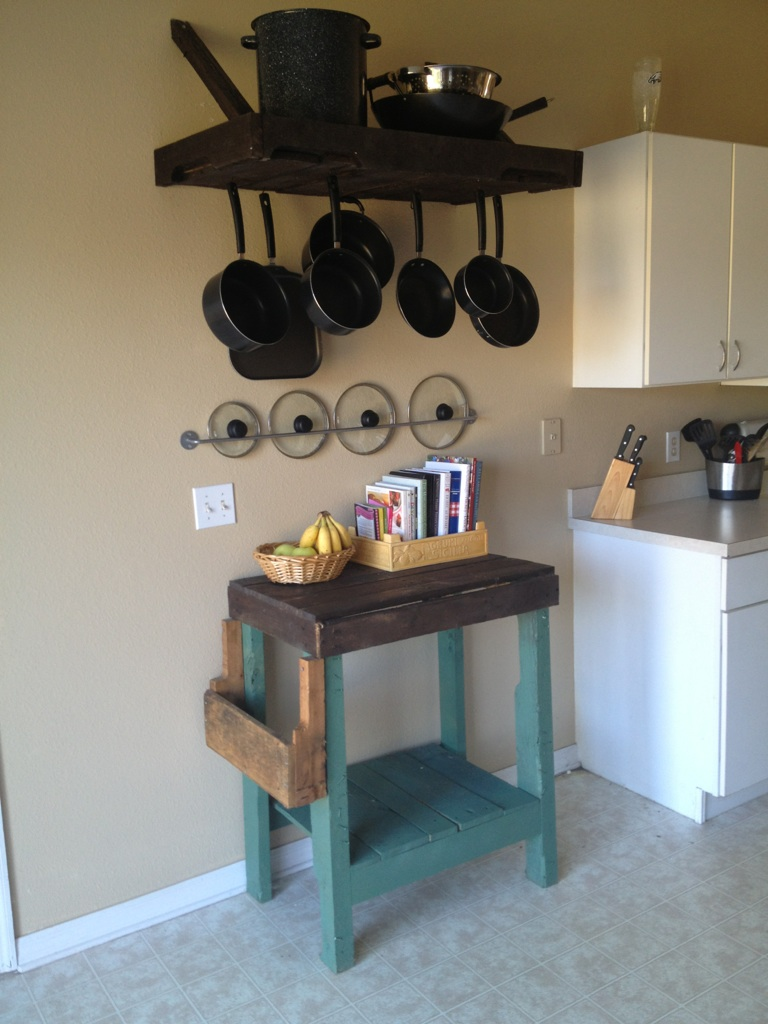 33 Insanely Smart and Creative Wooden Pallets Recycling Ideas Worth Doing usefuldiyprojects.com decor (25)