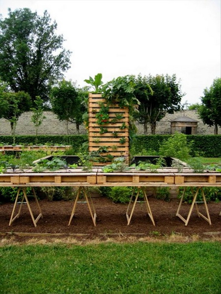 33 Insanely Smart and Creative Wooden Pallets Recycling Ideas Worth Doing usefuldiyprojects.com decor (30)
