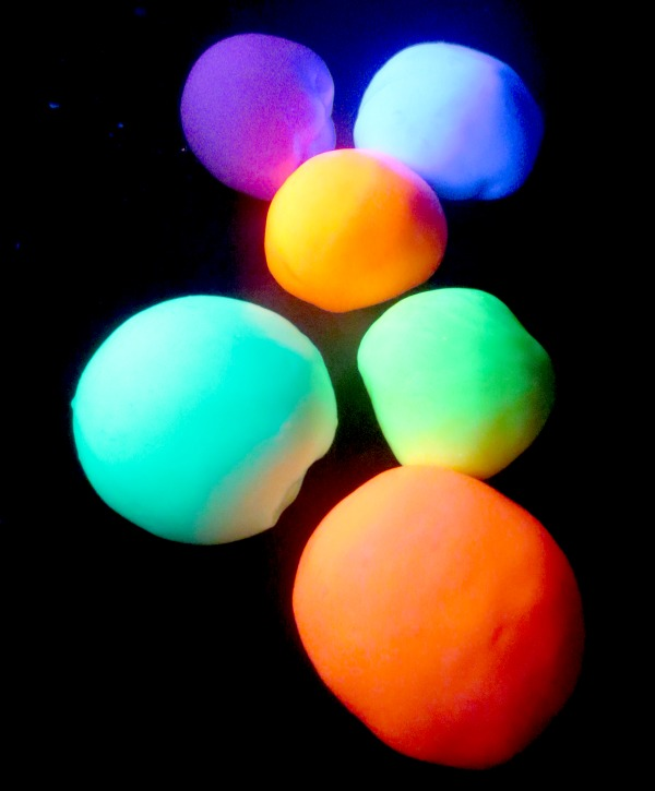 Learn How to Make Play Glowing Bounce Balls For Your Kids usefuldiyprojects.com recipe (3)