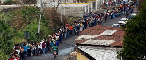 venezuela-grocery_store_queue