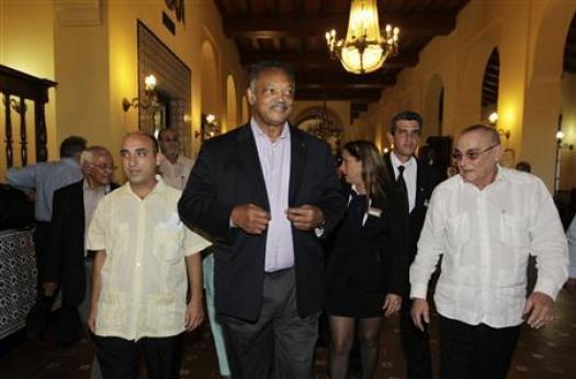 U.S. civil rights activist Jesse Jackson (C) walks at the National hotel in Havana September 27, 2013. REUTERS/Enrique de la Osa